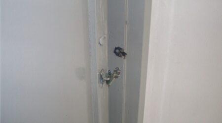 Desrespeito total: cadeado quebrado e armários remexidos. Onde ficam a garantia à intimidade e à vida privada dos trabalhadores?