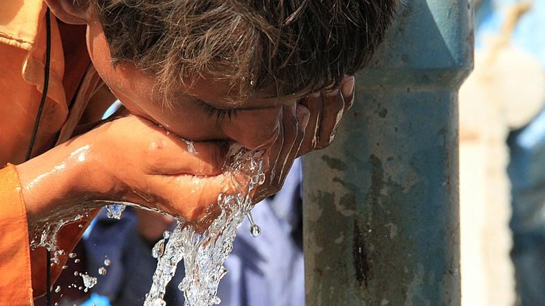 imagem menino agua 2